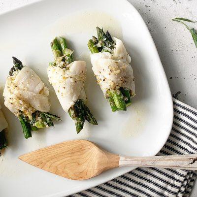 Roulés de filets de sole aux asperges, parmesan et estragon