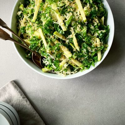 Salade de chou frisé, pomme verte et cheddar fort
