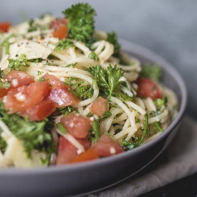 Pâtes aux tomates, persil et ail