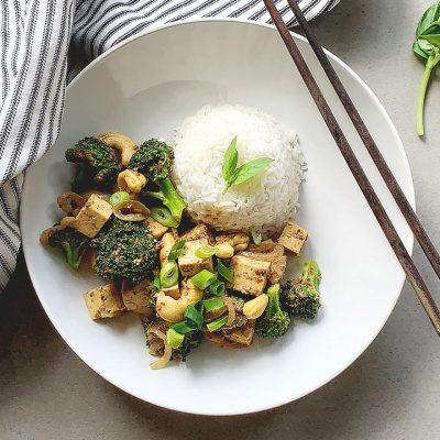 Sauté de tofu, brocoli et noix de cajou