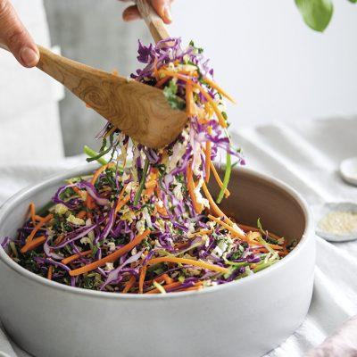 Salade de chou et vinaigrette aux arachides